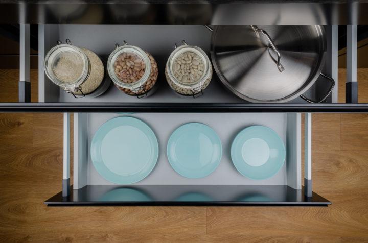 Com organitzar calaixos plats i paelles la cuina