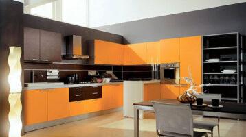 Cuina de color Cuina de color taronja combinat amb marró